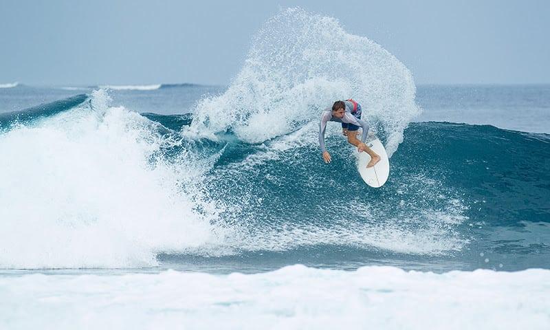 Telo_Island_Surf