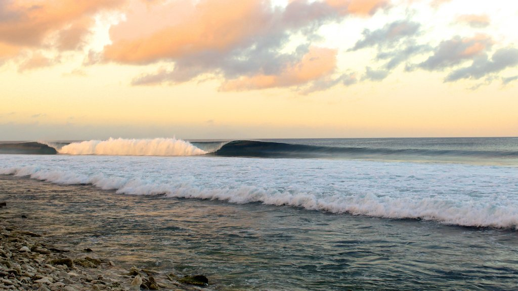 Fanning_Island_Lodge_Surfing