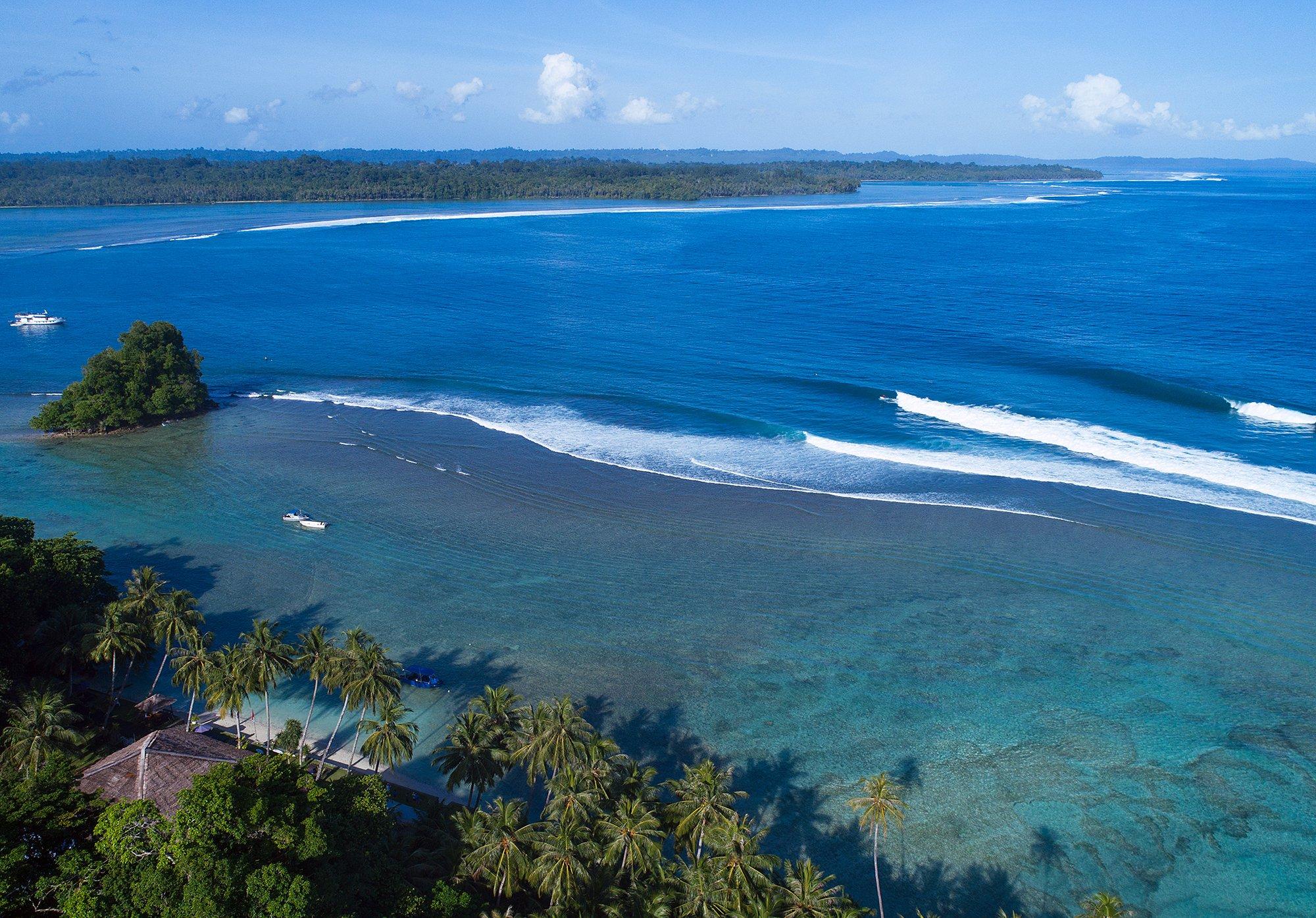 Telo_Island_Lodge_Surf_Max's_Right