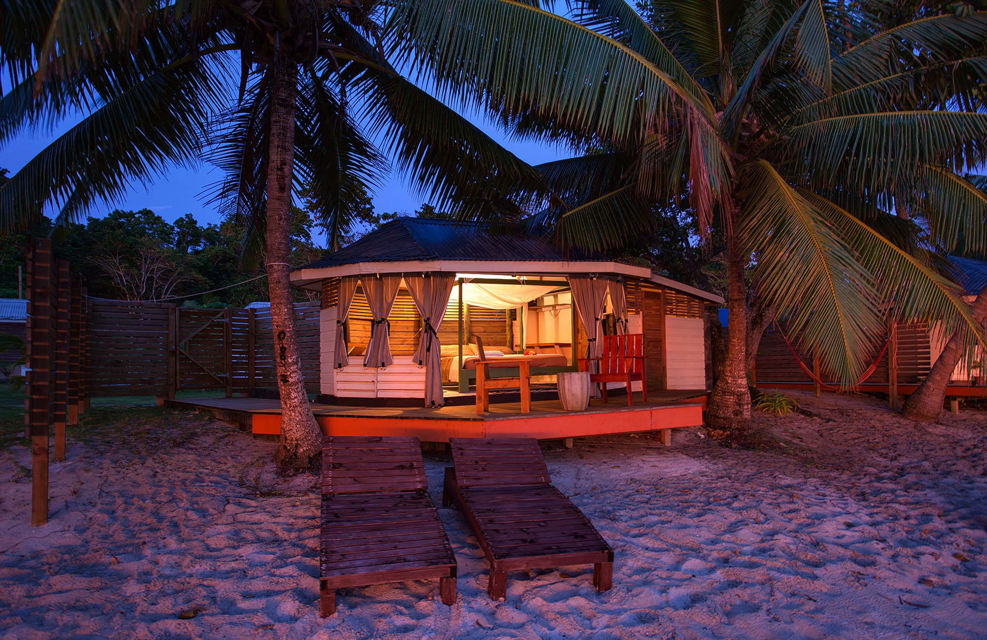 Aganoa_Lodge_Fale_Sunset