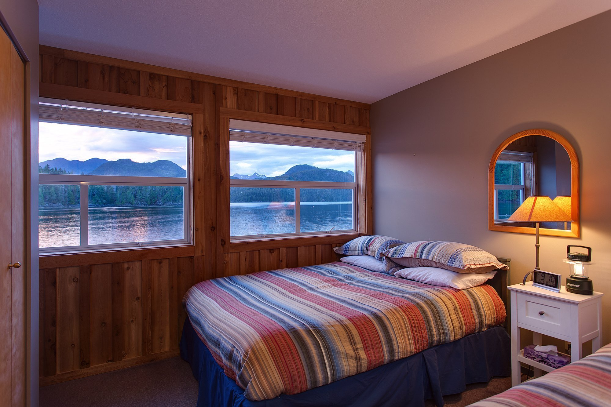 Nootka_Wilderness_Lodge_Bedroom