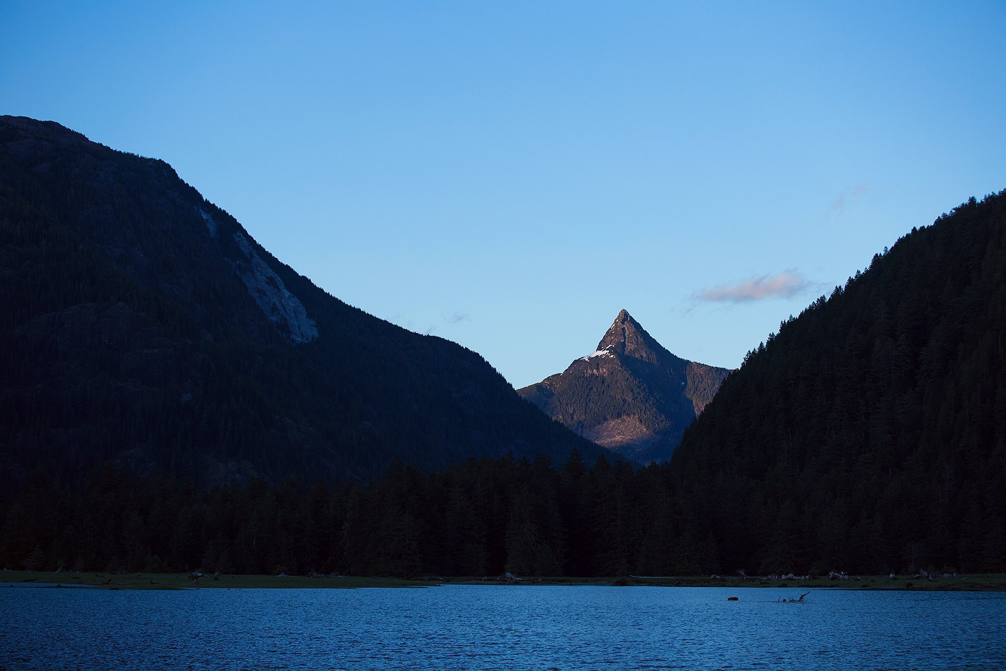 Nootka_Wilderness_Lodge_Mountain