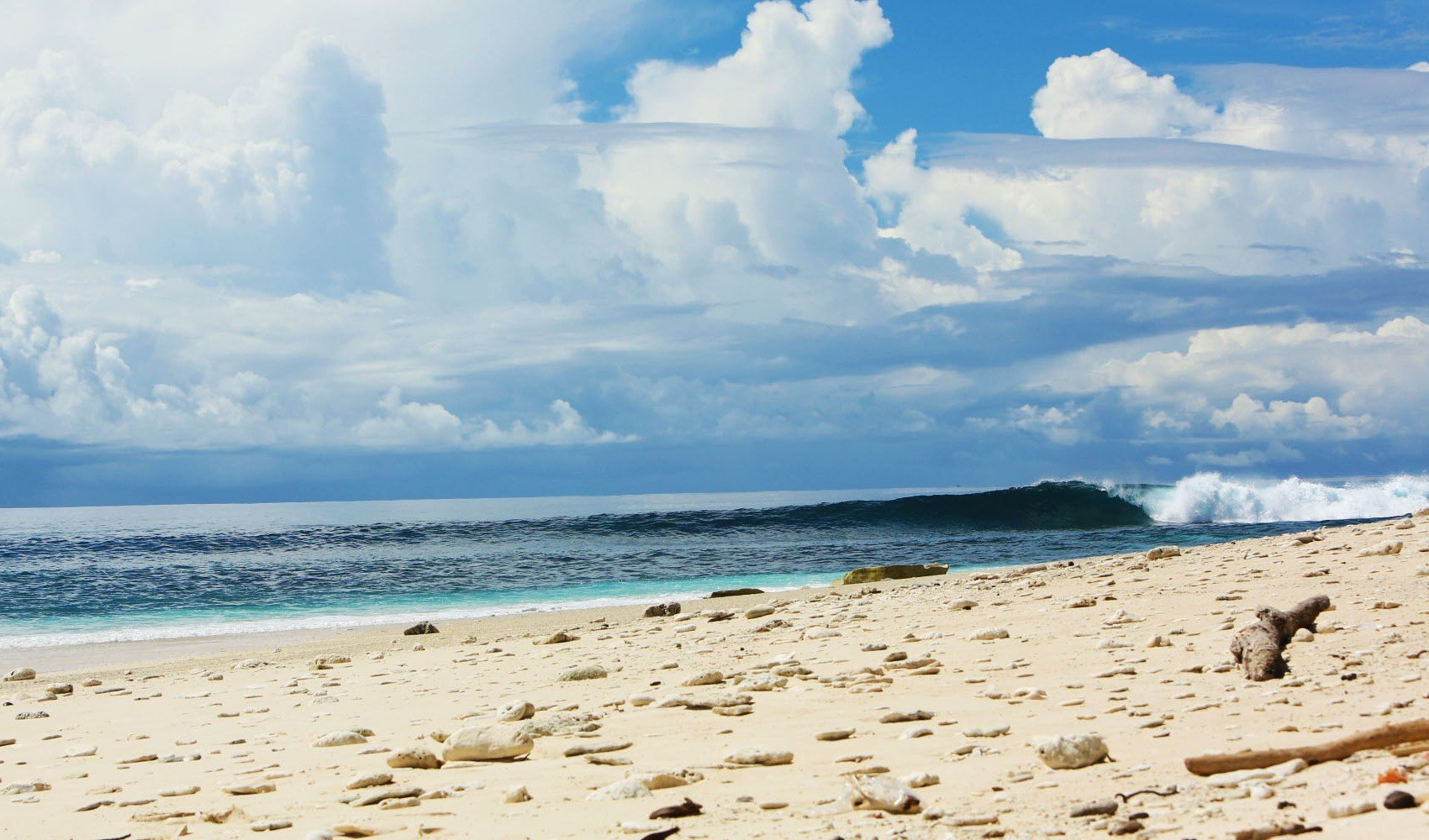 Ratu_Motu_Beach_Surf