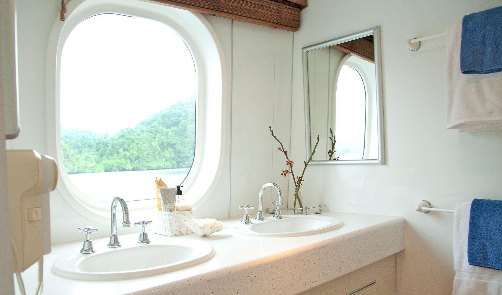 Ratu_Motu_Bathroom