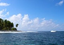A-small-left-peels-down-the-Fanning-reef